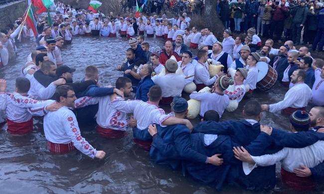 Кметът на Калофер отнесе 1000 лв. глоба за леденото хоро