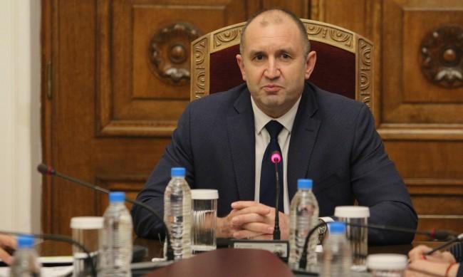 Президентът Радев: Гласуване по пощата е напълно възможно