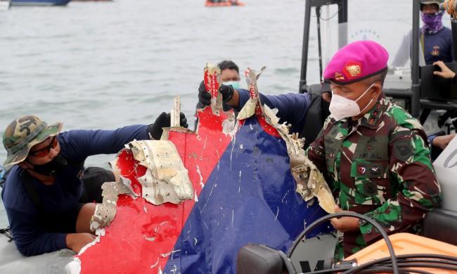 Падналият самолет в Индонезия попаднал в зона на силна турбулентност