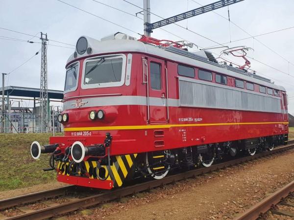 Снимка: БДЖИзцяло обновеният електрически локомотив 44 205 вече обслужва бързи