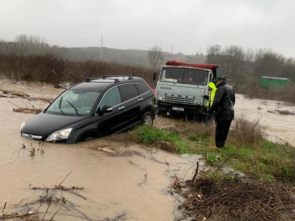 Ситуацията в Бургаска област заради проливните валежи остава сериозна. В