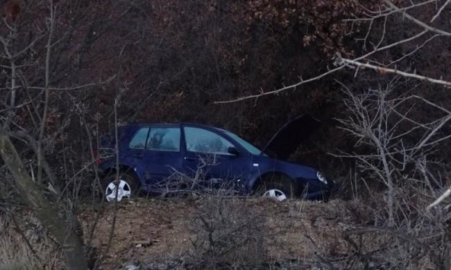 Кола излетя от път край Благоевград, двама ранени