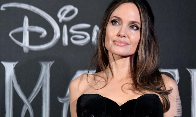 На пазар със стил - какво облече Анджелина Джоли?