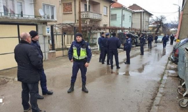 Петима задържани след бурните размирици в Мездра