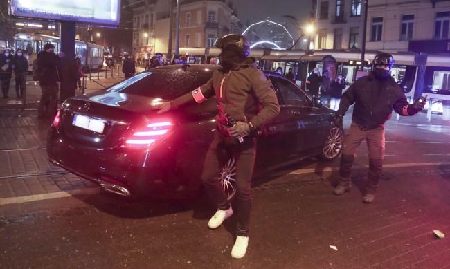 Колата на белгийския крал атакувана от демонстранти в Брюксел