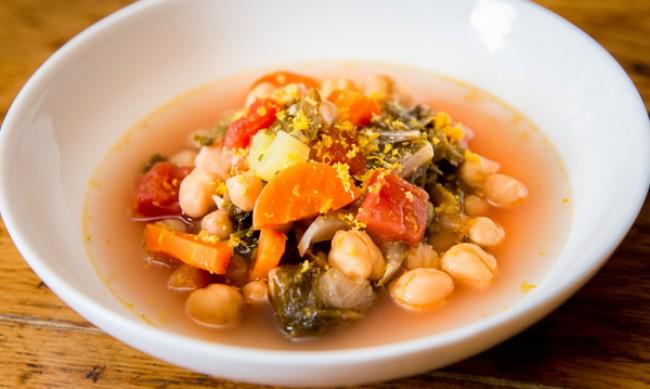 Рецептата Dnes: Супа с къдраво зеле и картофи
