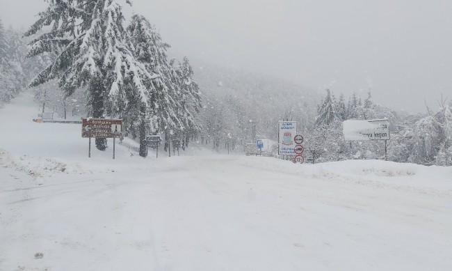Снежната покривка в планината край Габрово достигна 40 см
