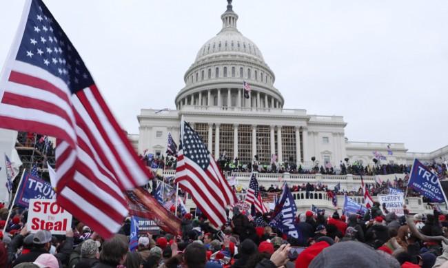 Голяма сума биткойни за крайнодесни преди щурма на Капитолия