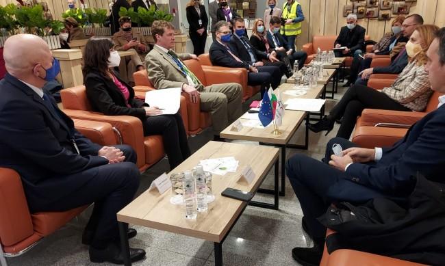 Николова: Морските ни летища са врата към българския туризъм