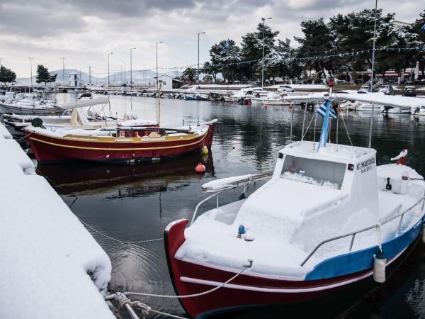 Температурите в Гърция паднаха рязко през изминалата нощ заради бурята