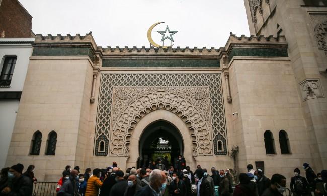 """Франция затвори 9 джамии заради """"ислямския сепаратизъм"""""""