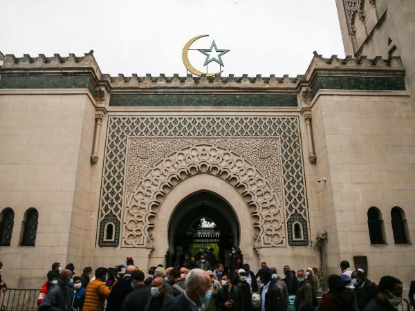 Девет молитвени дома и джамии са били затворени във Франция
