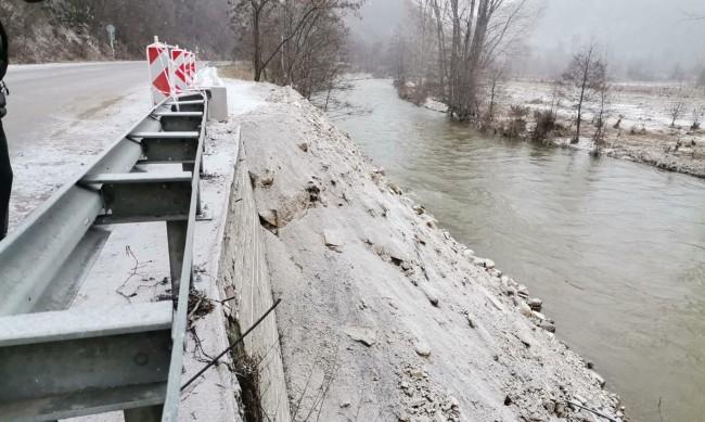 Борисов инспектира подкопания от водата път към Банско