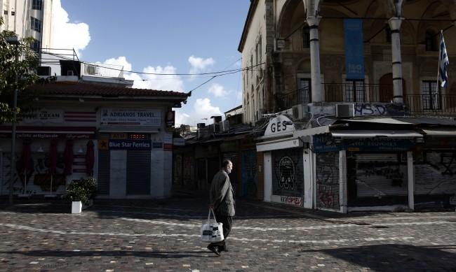 Гърция запазва вечерния час, но отваря моловете