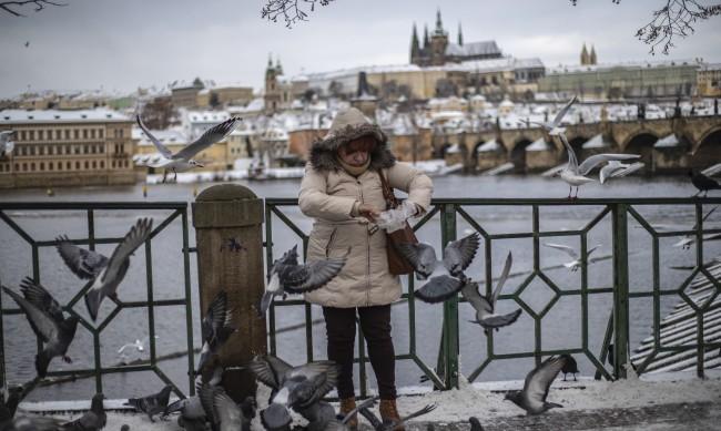 В Чехия притеснени: Страната №1 в ЕС по новозаразени с COVID-19