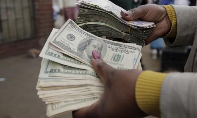 ЕС иска да ограничи зависимостта от долара след ерата Тръмп