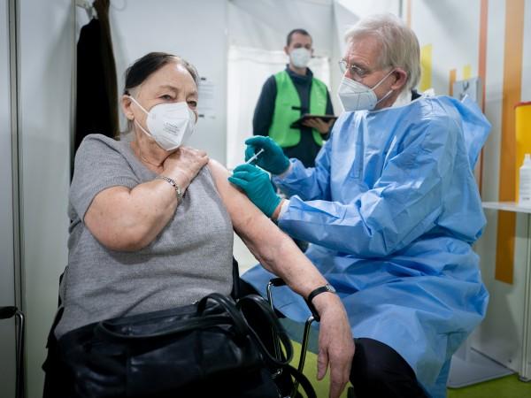 Над 1 милион души в Германия вече са ваксинирани срещу