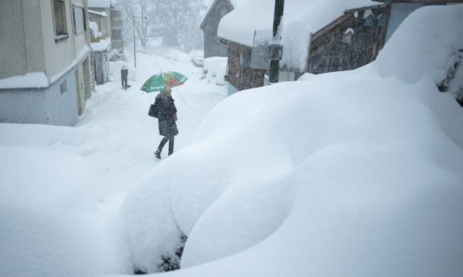 Двама загинаха при лавини в Швейцарските Алпи