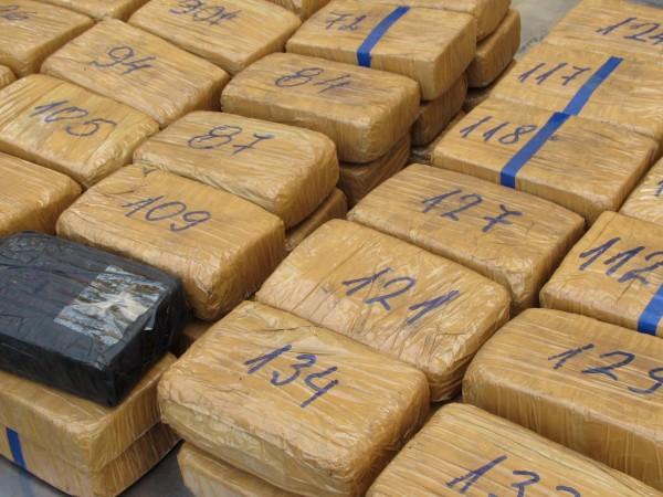 Еквадорската полиция залови 1,3 тона кокаин, скрит в контейнер, който