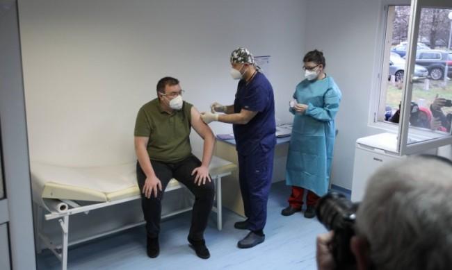 """Пристигат още 18 720 дози от ваксината на """"Пфайзер"""" и """"Бионтех"""""""