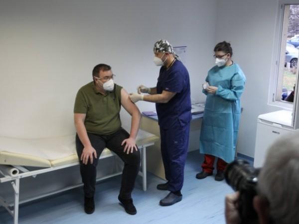 В България утре сутринта ще пристигнат още 18 720 дози