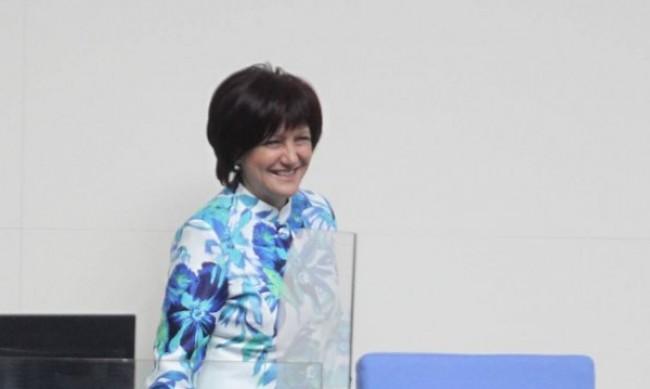 Цвета Караянчева: Президентът избра 4 април на инат