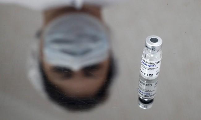 В Русия започват масова ваксинация срещу COVID-19