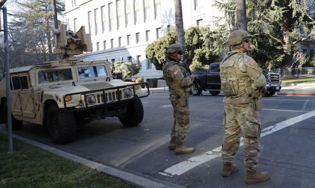 Байдън поема поста при безпрецедентни мерки за сигурност