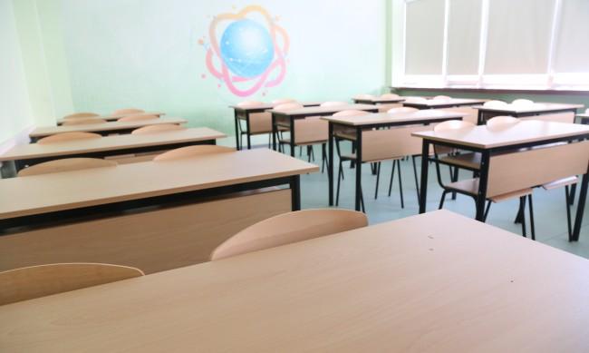 Учениците от 5 до 12 клас в училище само за практика и изпити