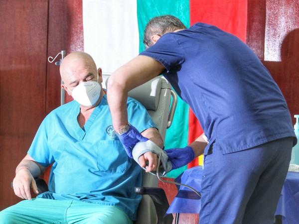 Снимка: Димитър Кьосемарлиев, Dnes.bgВаксинационните центрове в болниците да работят минимум