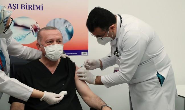 Турция ваксинира 27 млн. души до средата на март