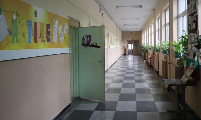 Учителите с до 20% по-натоварени заради е-обучението
