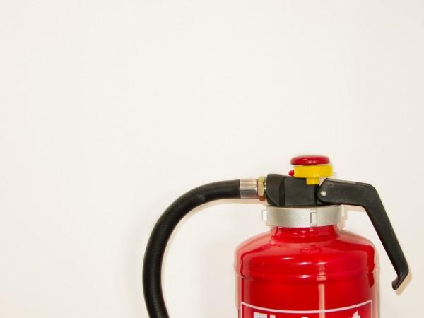 Пожар е обхванал сервизно хале в София. Според очевидци е