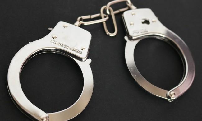 Закопчаха полицай за фалшифициране на документи