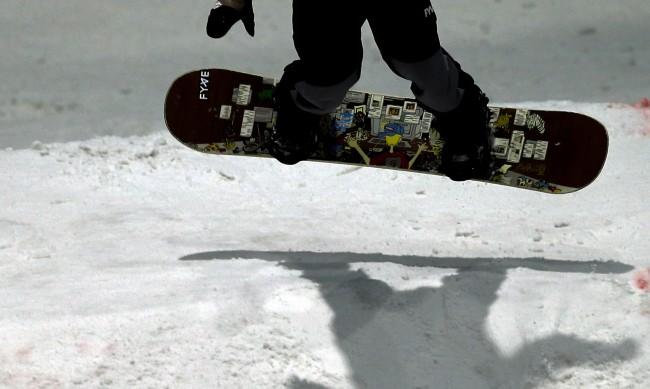 Мъж оцеля по чудо след лавина в Колорадо и успя да заснеме ужасяващия момент