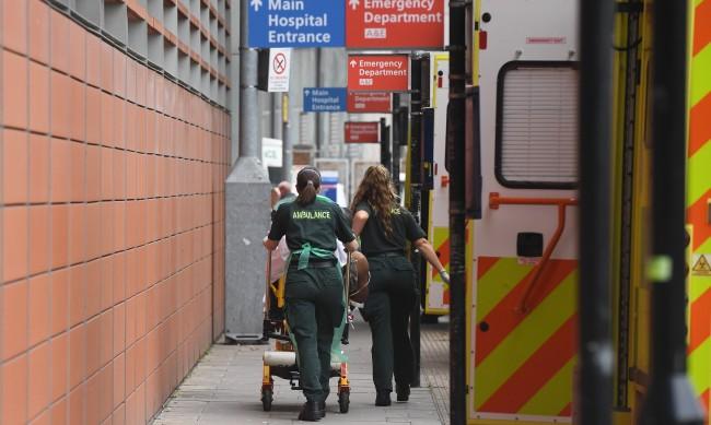Въпреки мерките, Великобритания първа по смъртност от коронавирус
