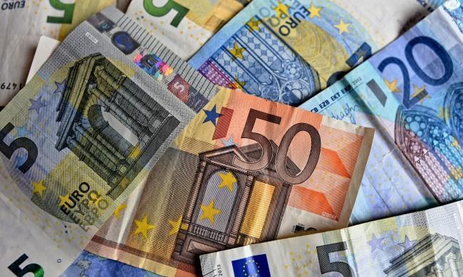 През преходния период за въвеждане на еврото плащаме и с левове