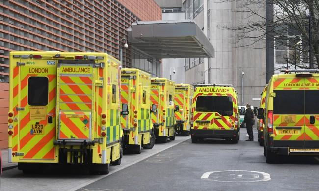 Близо 30% от преболедувалите COVID-19 в Англия - пак хоспитализирани