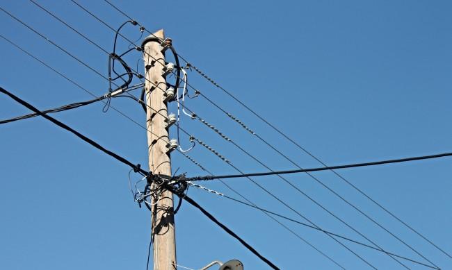 Замръзнал далекопровод остави три села в Бяла на тъмно