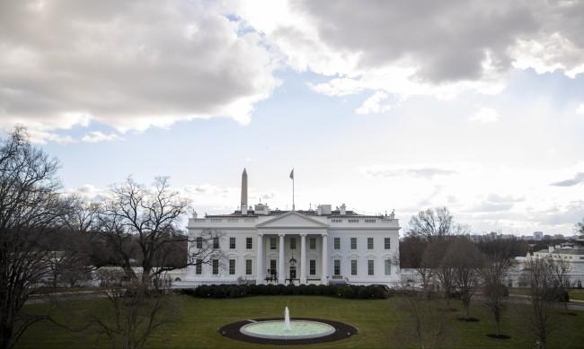 Последните часове на Тръмп: Как в Белият дом се готвят за новия президент?