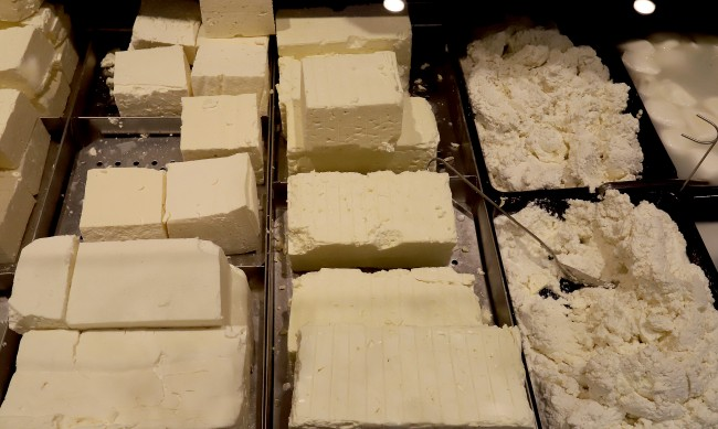 Истинско сирене за 6-7 лв. килограма нямало, пълно е с палмово масло