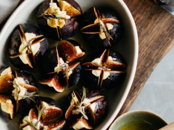 Продукти:8 броя смокини2 супени лъжици мед1-2 супени лъжици вино марсала1