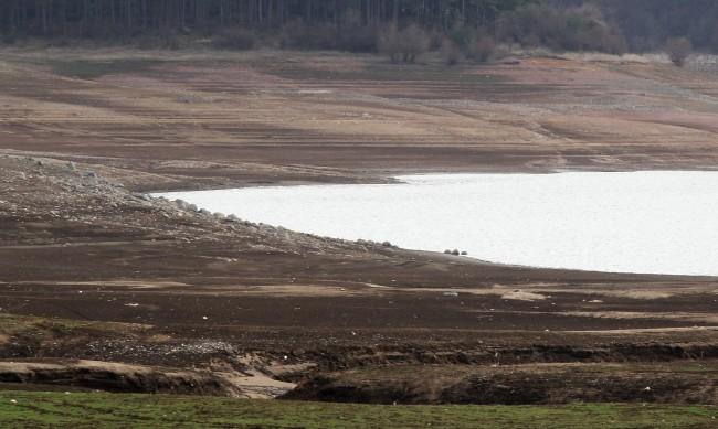Валежите спасиха 40 населени места от воден режим