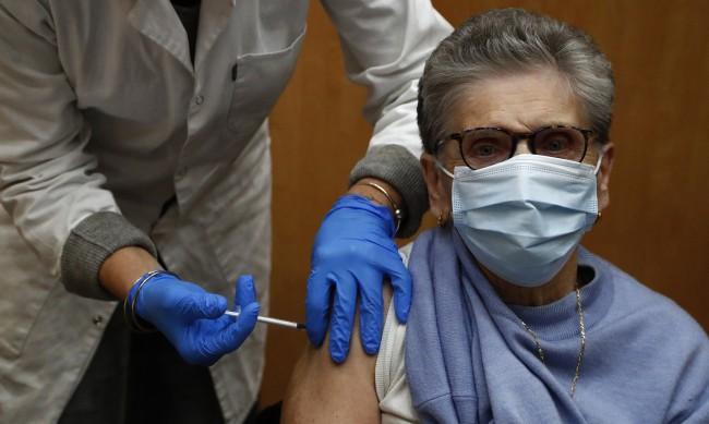 ЕК с прогноза: 80% от хората над 80 години да бъдат ваксинирани до март
