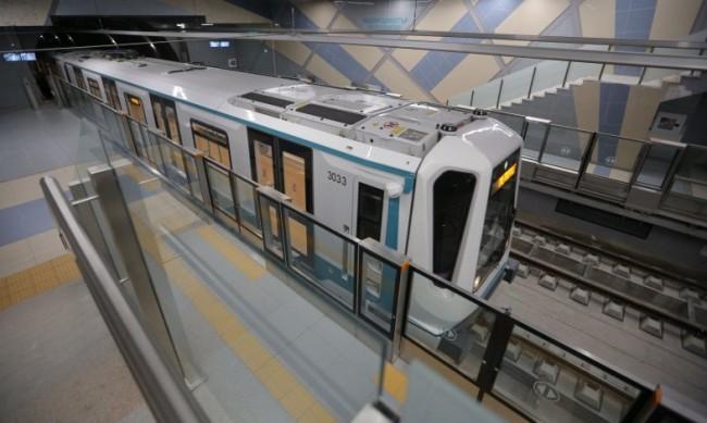 Временно е спряно движението по част от третата линия на метрото