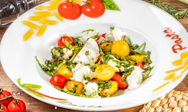 Рецептата Dnes: Мариновани чери домати с чесън и лук