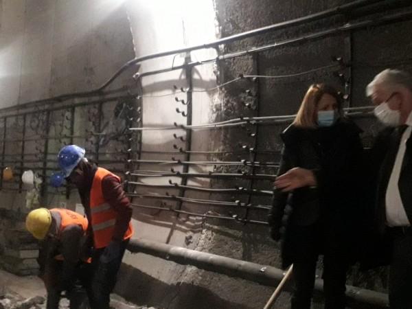 """Екипи от инженери на """"Метрополитен"""" и строители започнаха демонтажа на"""