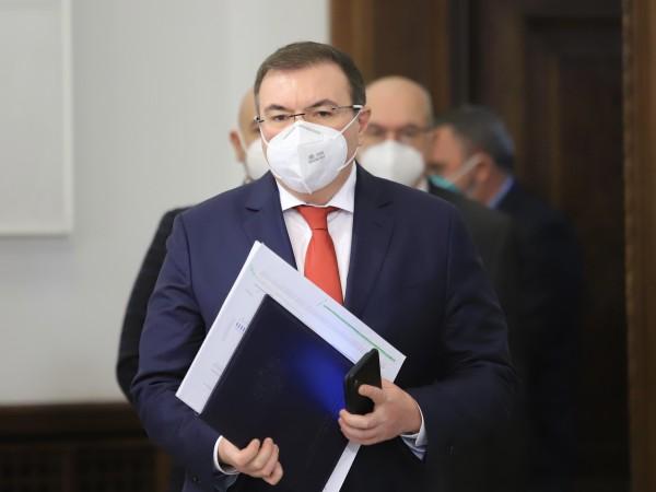 Здравният министър Костадин Ангелов потвърди позицията си, че ако няма