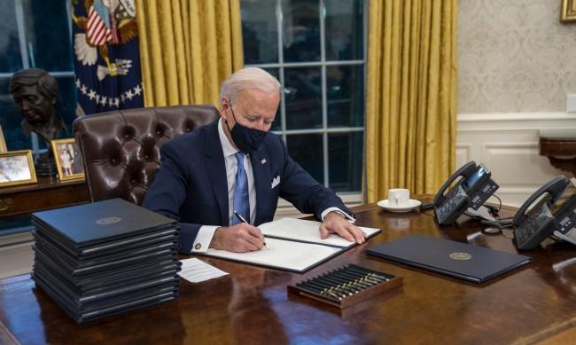 Байдън върна САЩ към Парижкото споразумение за климата