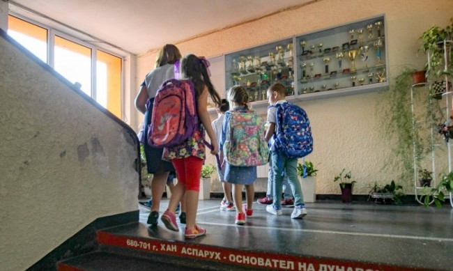 МОН с нови учебни програми по пет предмета за 5, 6 и 7 клас